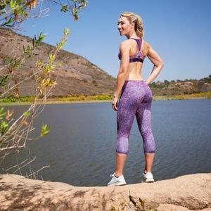 Hylete Woman's Motiv Crop Purple